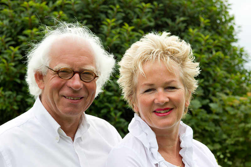 Hans en Brigit eigenaren van de bed en breakfast Villa Envie in Terhorne